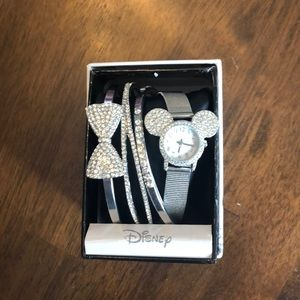 NWOT Disney watch with stacking bracelets